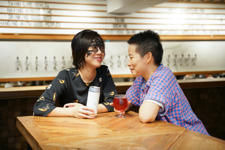 選物》舉杯歡慶同婚元年,臺虎精釀推出「愛無標籤」大紅色喜氣酒