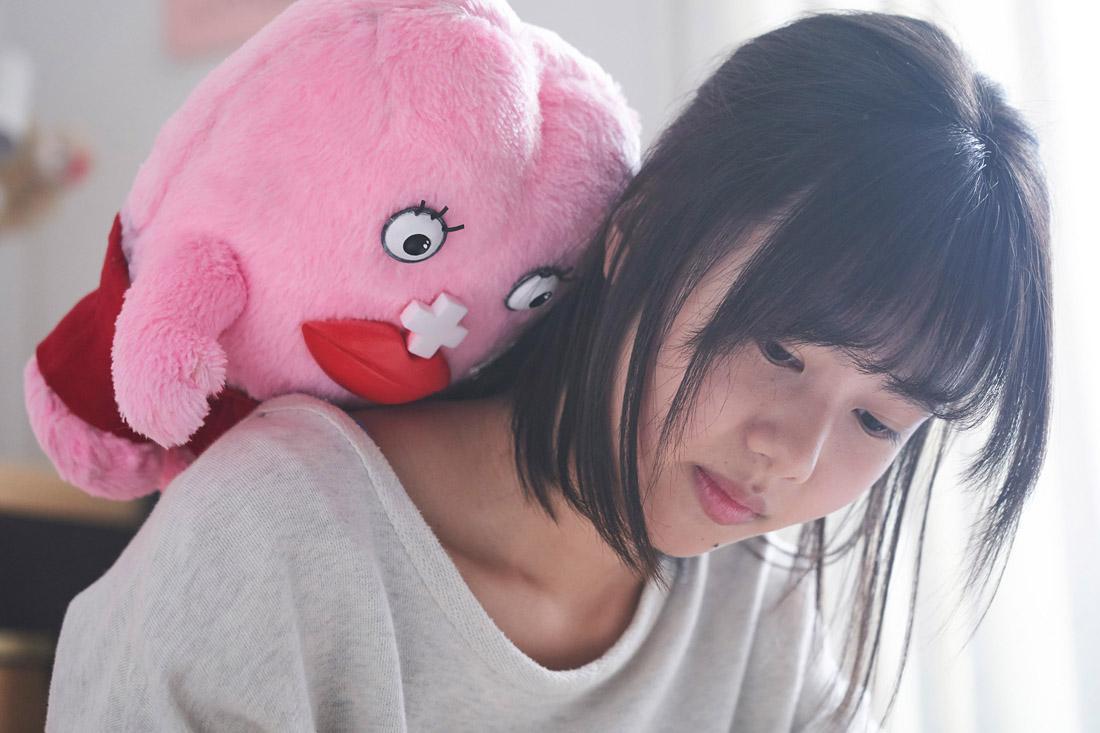 每個月來訪一次的月經醬,二階堂富美背粉紅大布偶飾演人氣漫畫女主角