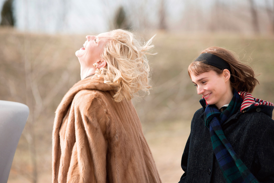 《Carol》(因為愛你):愛情藏在所有我對妳的凝視中