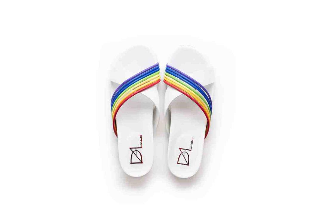 選物》穿上DNA bien - Cumulus 彩虹拖鞋,踏出輕盈好心情!