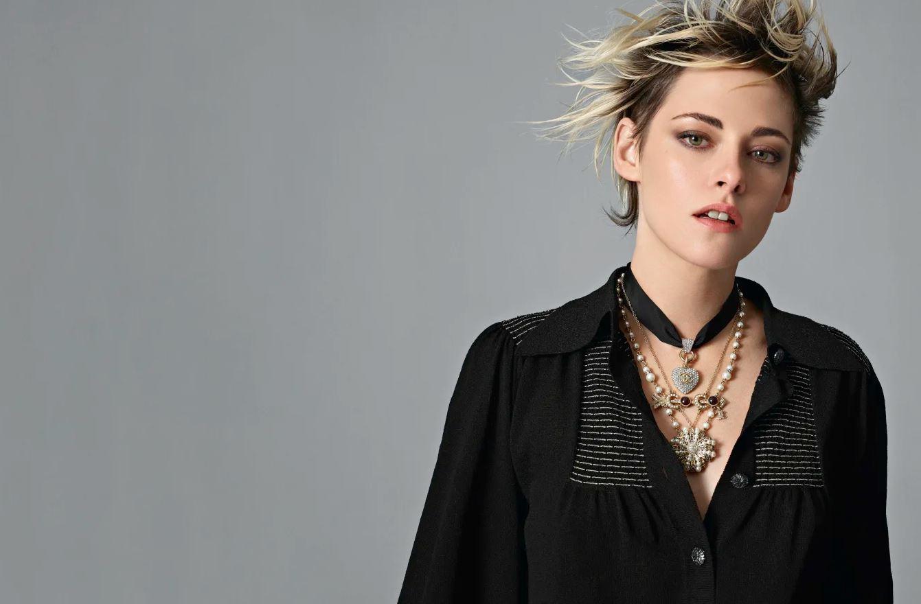 克莉絲汀‧史都華展現無重力之美,率性演繹CHANEL 2020春夏時裝