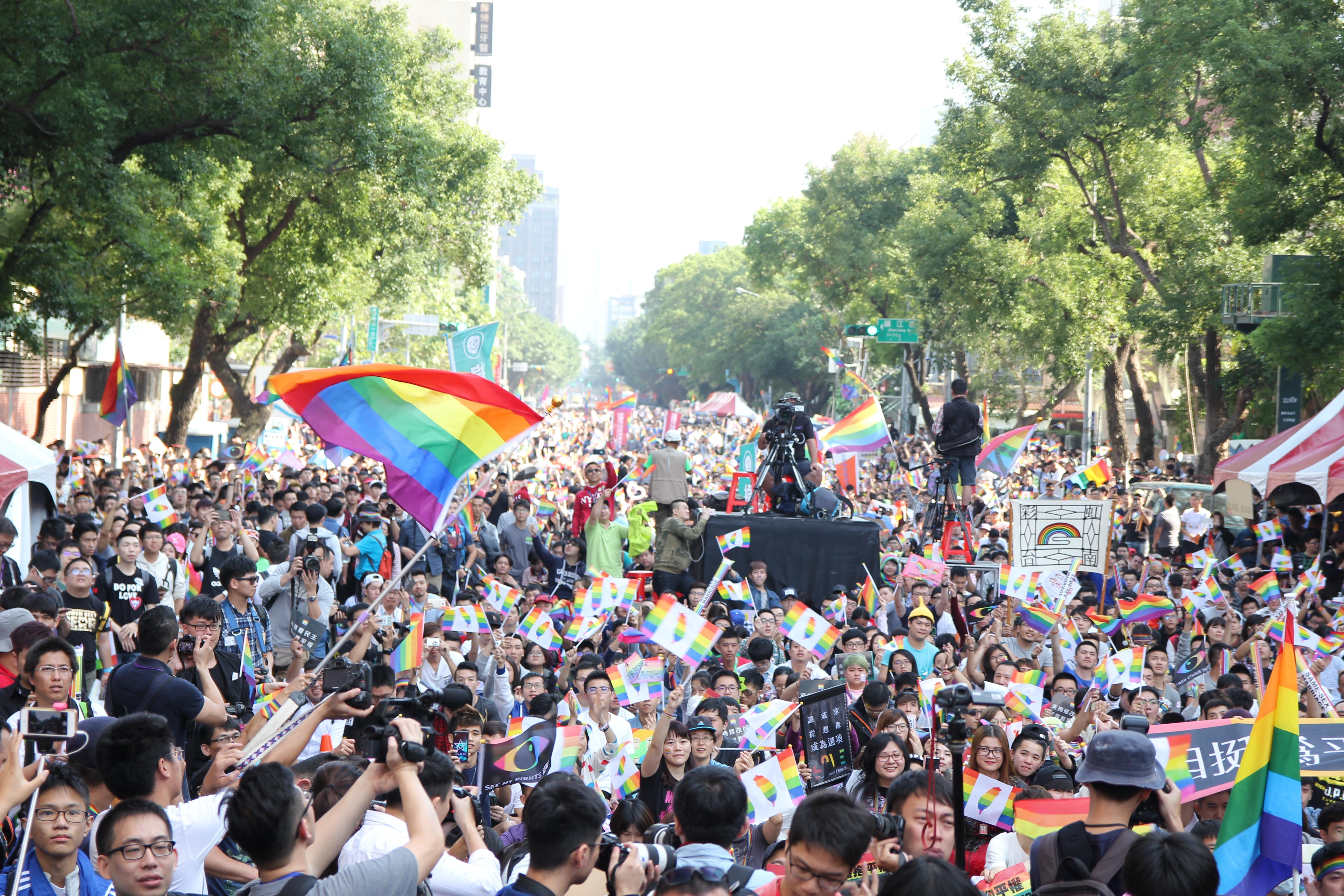 同婚專法上路滿一周年,彩虹平權大平台發起「看見彩虹好日|不再恐同集資計畫」