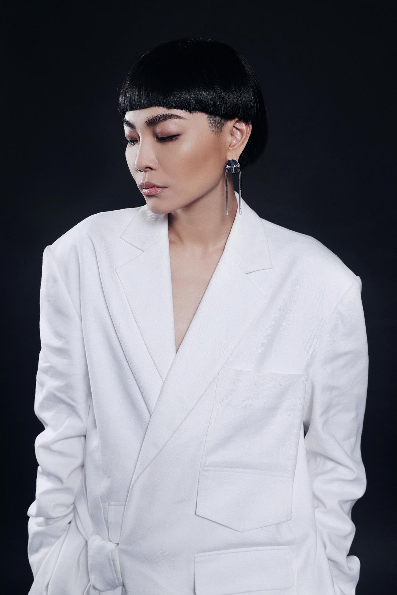 時尚達人周筱筑Judy Chou為你演繹多層次白混搭風的Party Look!