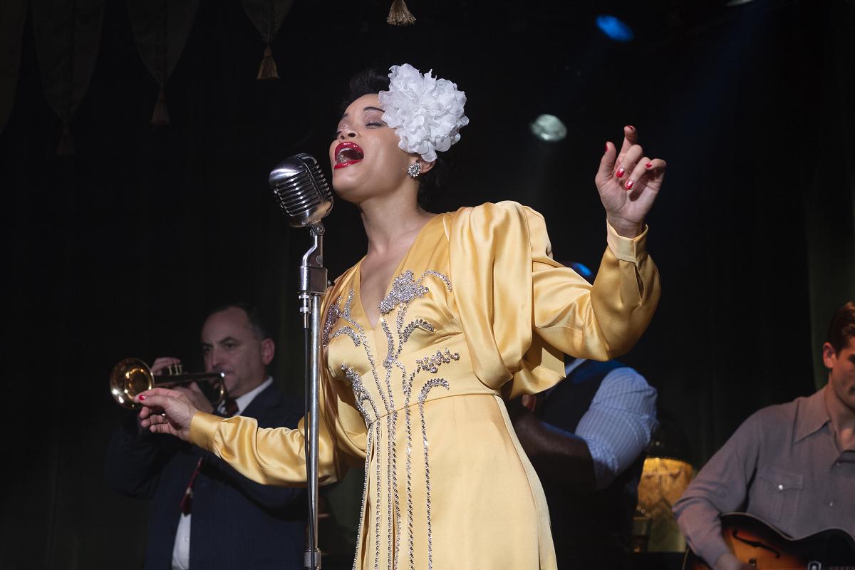 葛萊美入圍女歌手安德拉戴化身爵士女伶,《哈樂黛的愛與死》重現人權唱出希望