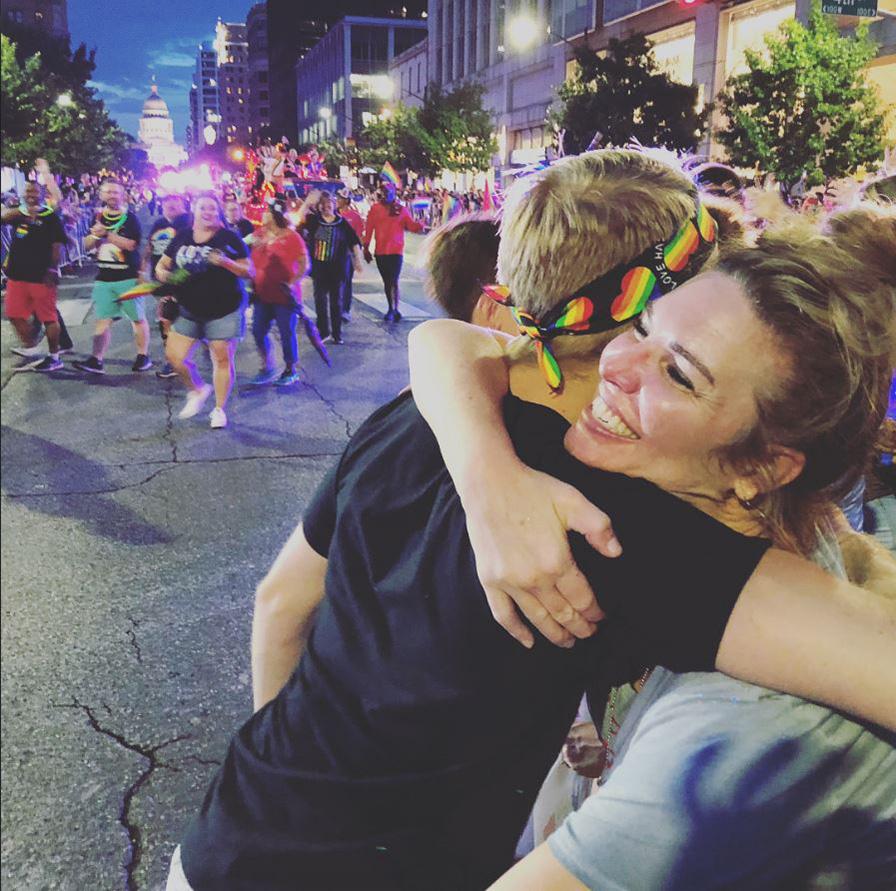 奧斯汀驕傲遊行:如果你被拒絕,讓我給你擁抱