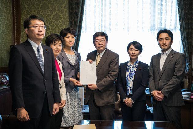 告別用收養代替結婚!日本這三黨共推婚姻平權法案