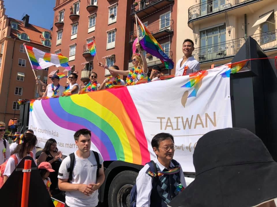 台灣首度參與瑞典同志遊行:我們才是亞洲第一個同婚合法國家