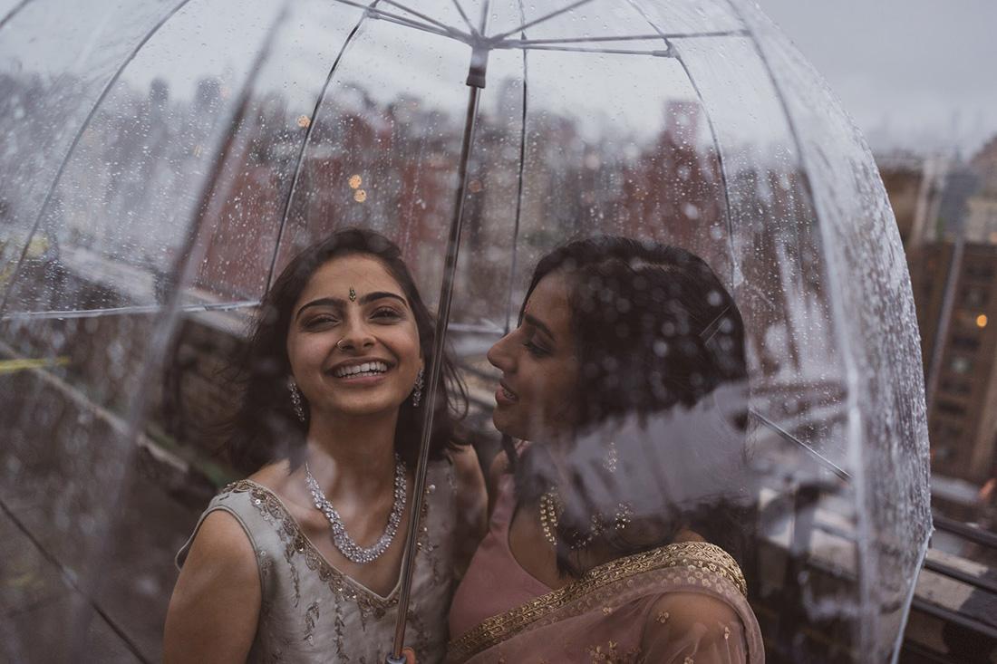 打破宗教與國族束縛,印度、巴基斯坦女孩相戀美照瘋傳網路