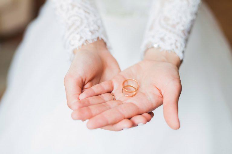 女女結婚,誰家是婆家?